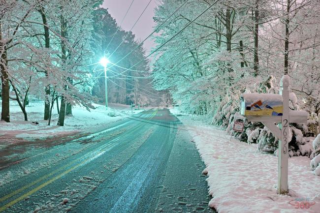 Snowy night in the neigborhood